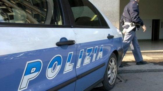 Milano, 13enne abusata nell'androne del palazzo: fermato un barman con 20 violenze alle spalle