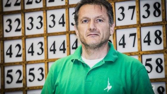 Pontida, il sindaco toglie la tassa sui rifiuti ma dimentica le coppie gay. Salvini lo critica ancora
