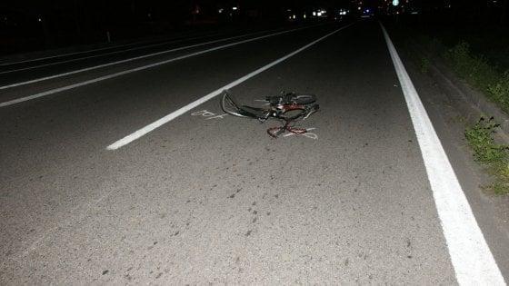 Travolge e uccide venditore di rose in bicicletta, caccia al pirata nel Milanese