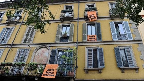 """Milano, la protesta dei residenti contro la movida: """"I Navigli non sono un luna park"""""""
