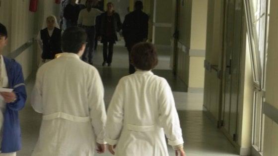 """Milano, appello della Regione a medici e infermieri: """"Chi non è in regola dovrebbe vaccinarsi"""":"""