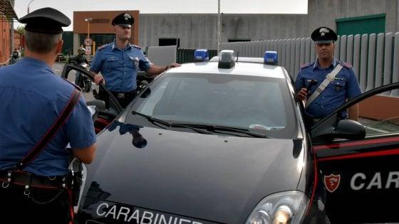 Milano, gruppo di minorenni molesta due studentesse universitarie al parco: arrestato un 15enne