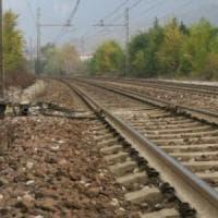 Cadavere lungo la linea della Milano-Mortara: non si tratterebbe di suicidio