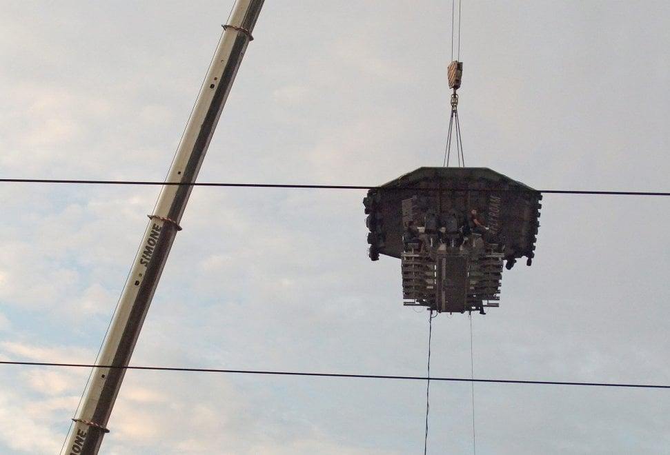 """Marracash, concerto """"in volo"""" su Milano: svelato il mistero del palco sospeso a 40 metri"""