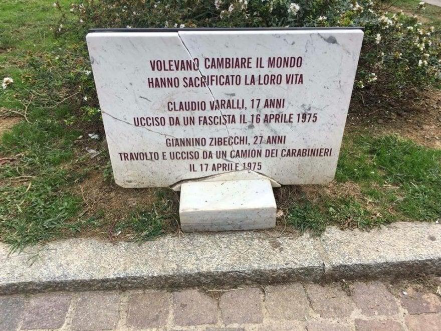 Milano, a pezzi la lapide che ricorda le vittime degli anni di piombo Varalli e Zibecchi: un anno fa era già stata distrutta