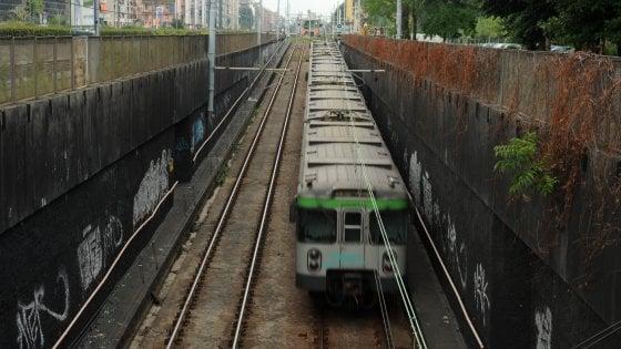 Il treno deraglia in metropolitana: nessun ferito