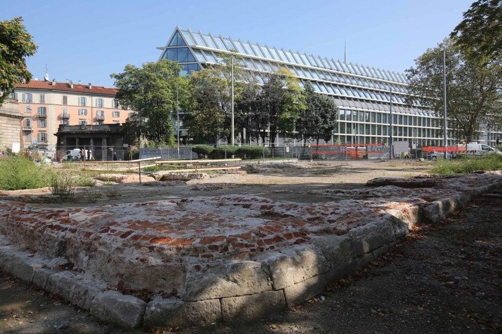 Milano, in piazzale Baiamonti rispuntano le mura spagnole: stop ai lavori