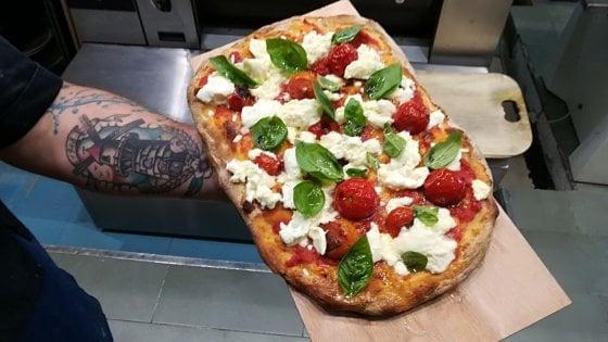 Con il limone, alle noci o persino alla lingua di vitello: la pizza da gourmet nella due giorni a Milano