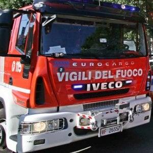 Pavia, dà fuoco alle sterpaglie ma le fiamme lo avvolgono: morto agricoltore 84enne