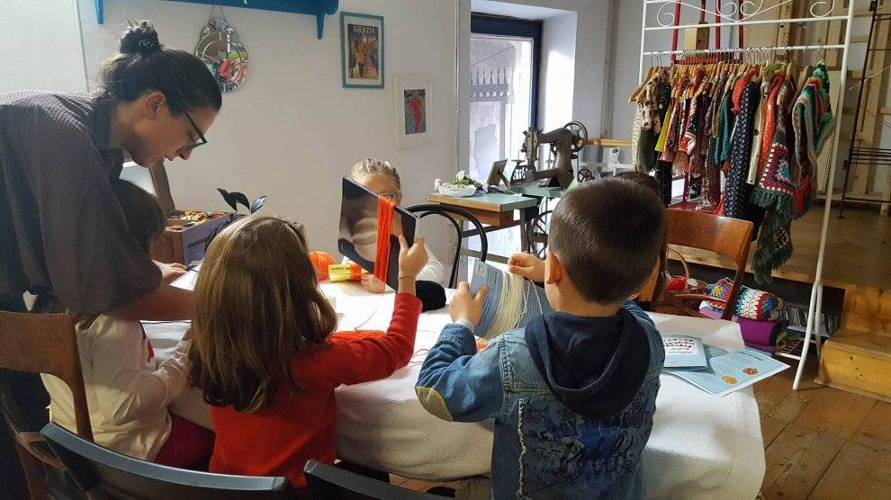 """Milano, """"The Fab-oo Lab"""": babysitter speciali tra bilinguismo e creatività"""