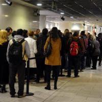 Milano, tutti in fila dall'alba per i biglietti della prima della Scala diretta da Chailly