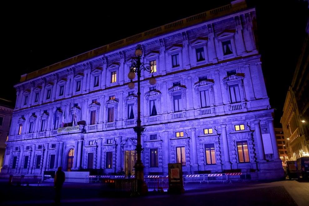 Milano, Palazzo Marino in blu per la Giornata mondiale della salute mentale