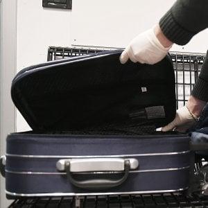 Orio al Serio, di ritorno dalla Romania con 1.100 uccelli in valigia: otto denunciati