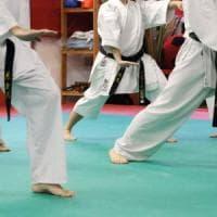 Maestro di karate arrestato per violenza sessuale su allieve, altra ragazza denuncia gli abusi
