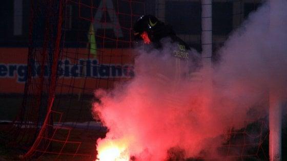 Derby Inter-Milan, lancia un fumogeno e colpisce poliziotto: 23enne arrestato