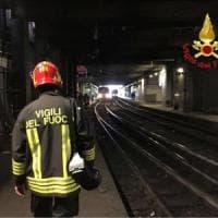 Milano, treno travolge 30enne vicino alla stazione Garibaldi: treni in ritardo