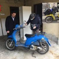 Milano, preso il rapinatore seriale in scooter: colpi in almeno 27 banche