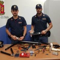 Cinisello, in casa aveva un arsenale e una bomba carta: 45enne arrestato