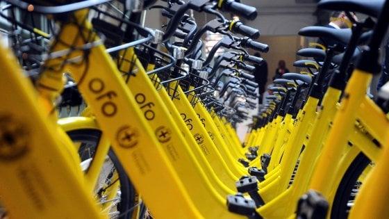 """Bikesharing, Ofo aumenta la flotta a Milano: si paga da novembre. Sala contro i vandali: """"Molto seccato"""""""