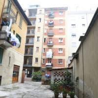 Milano, bimbo di 4 anni precipita dal settimo piano: atterra su una tettoia