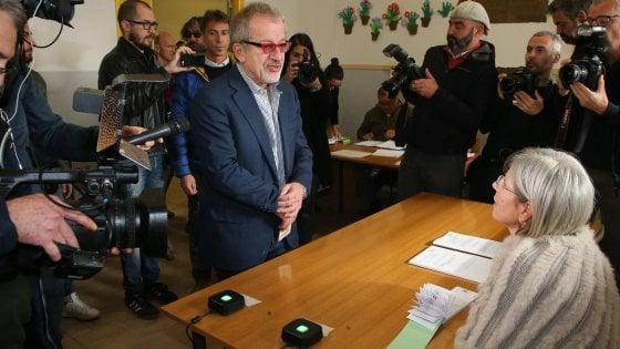 """Referendum Lombardia, Maroni aggancia il 'suo' 34%. Giallo sui dati sull'affluenza: """"E' indecente"""""""