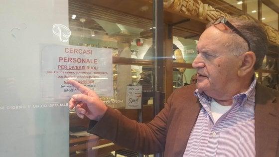 """""""Cerco baristi e panettieri ma non li trovo"""": l'offerta dell'imprenditore di Milano (1.400 euro per 8 ore) va a vuoto da mesi"""