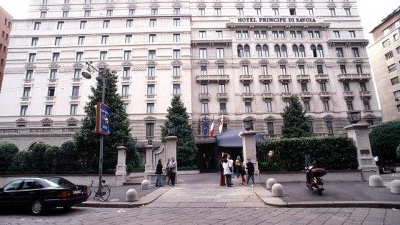 Milano, furti al grand hotel Principe di Savoia: nei guai 7 dipendenti, anche il capo del servizio in camera