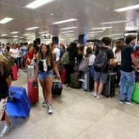 Sciopero, il garante multa i sindacati per lo stop bagagli di agosto: condannati a pagare 20mila euro