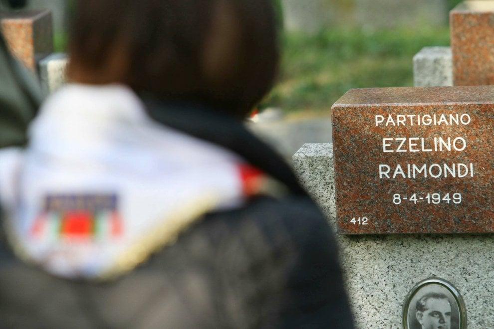 Milano, commemorazione dei partigiani nel Cimitero Maggiore