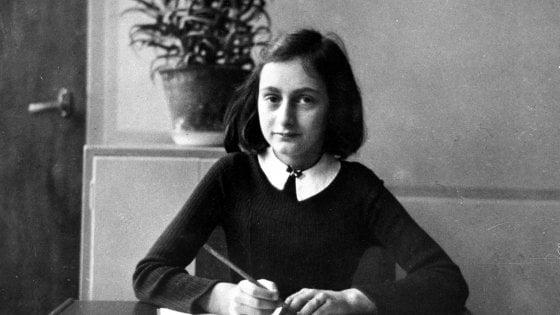 1 novembre a Milano, nel giorno della parata nera al Campo X in Darsena si legge Anna Frank