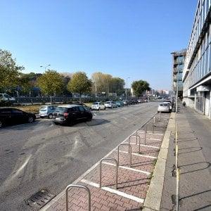 Milano, accoltellato vicino al boschetto della droga: è grave