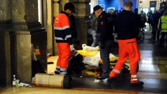 Clochard accoltellato a Milano, forse una vendetta per precedenti atti di violenza