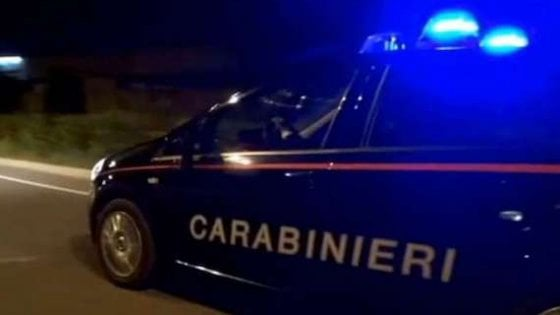 Spedizione punitiva nel bar trattoria del Milanese: tre accoltellati, un uomo in fin di vita