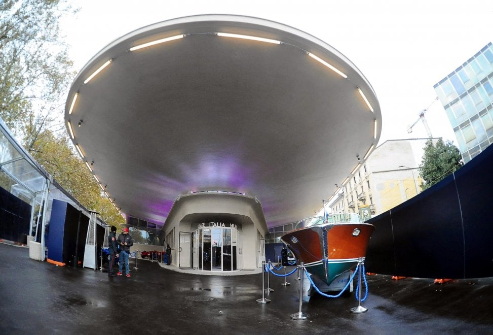 Garage italia inaugura a milano lo show di lapo in - Garage italia ristorante ...