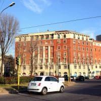 Uomo muore in piazzale Lodi a Milano, i carabinieri: