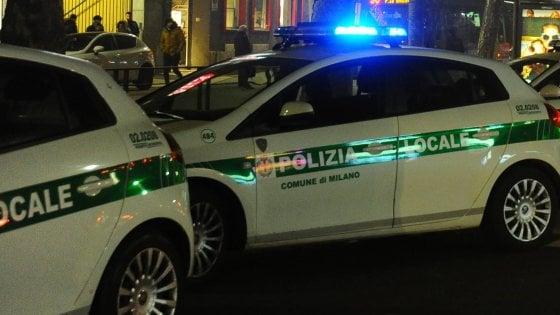 Milano, tentata estorsione nella pizzeria convenzionata con il Comune con i vigili a cena: arrestato