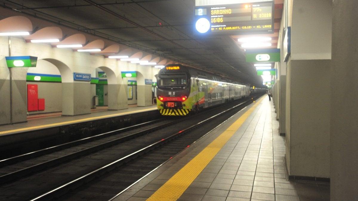 Milano il deserto del passante in attesa dei pendolari - Treno milano porta garibaldi bergamo ...