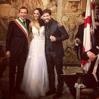 Striscia la notizia, nozze a Milano: Edoardo Stoppa e Juliana Moreira dicono sì con il sindaco Sala