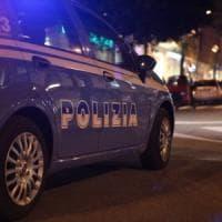 Milano, tenta un approccio con una ragazza: minacciato con un martello e preso a pugni dal fidanzato