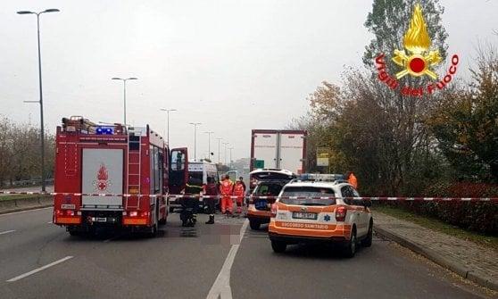 Ciclista morto investito da un camion a Milano