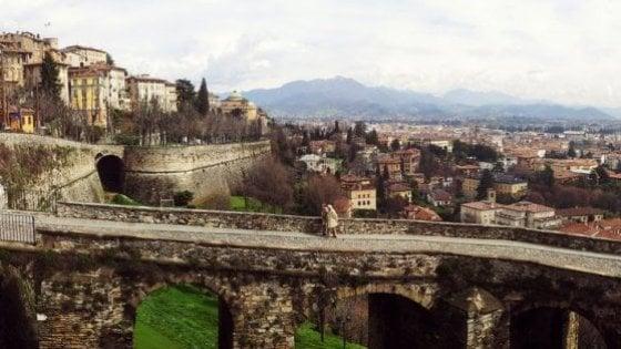 Bergamo, l'ultima beffa delle mura Unesco: dopo il parking, teleferica dei rifiuti sulla ciclovia nel parco