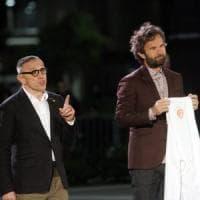 Cracco perde una stella Michelin, le critiche sui social: ''Stai meno in tv e più in cucina''
