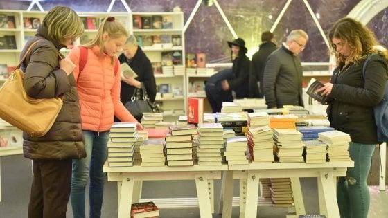 Milano, Tempo di libri riparte dai ragazzi: le prime novità, c'è Sepulveda che racconta Hemingway