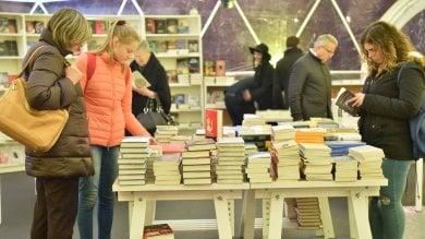 Tempo di libri riparte dai ragazzi: le prime novità, Sepulveda racconta Hemingway