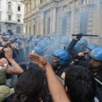 Milano, disordini davanti al Comune per lo sgombero dello 'Zam': nove giovani condannati