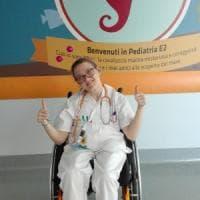 """Milano, la clown in sedia a rotelle del Niguarda è eroe civile: """"I sorrisi sono la mia..."""