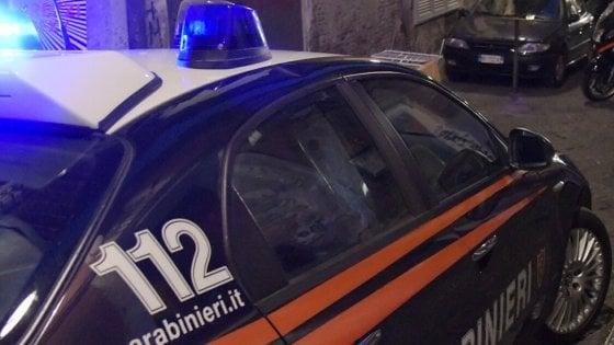 Milano, ruba 6 lattine di Coca da un distributore automatico: arrestato a 15 anni