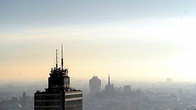 Nuovo allarme smog: stop auto inquinanti  no camini e barbecue, giù i riscaldamenti