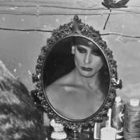 Milano, in mostra gli scatti senza filtri della prima comunità italiana di trans e travestiti