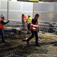 Milano, fuga di gas nel cantiere del nuovo metrò: tubi danneggiati durante gli scavi, evacuati 4 condomini